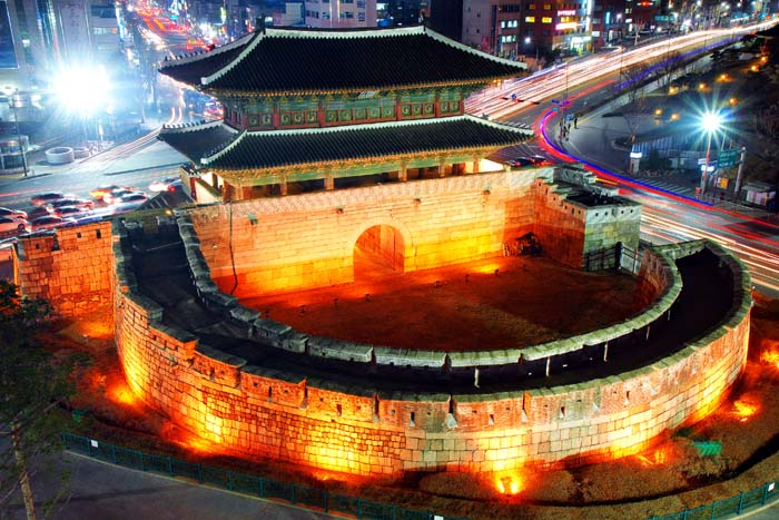 Night-view-of-Heunginjimun-Gate-700